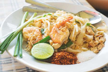thai noodle: phad thai noodle