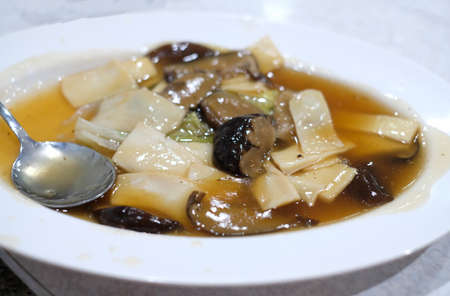 stir fried abalone with oyster sauce