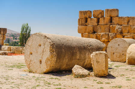 Baalbek Ancient city in Lebanon.Heliopolis temple complex.near remains colonnade Banque d'images - 92266525