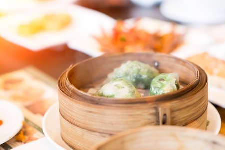 Chinese dim sum in bamboo steamer box on table 免版税图像