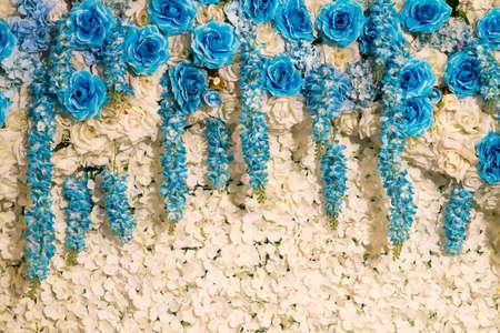 White flowers decorative background 新闻类图片