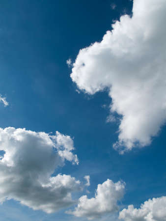 climatic: Dramatic clouds against a blue sky background
