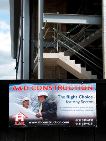 publicidad exterior: A and H construction site sign, new commercial warehouse and office development