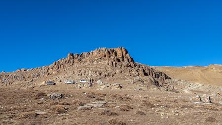SUVs on the mountain plateau Standard-Bild - 117030073