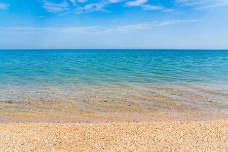 Calm clear blue sea and white sand beach 版權商用圖片