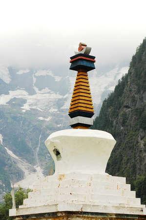 buddhist stupa: Landmark of a white buddhist stupa in Shangrila China