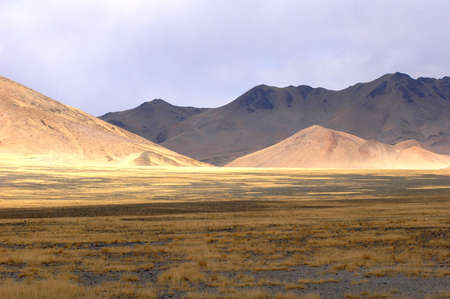 Landscape of mountains in the highlands of Tibet Stock Photo - 8724083