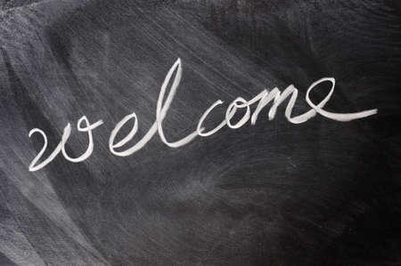 welcome sign: Bienvenue �crite sur le tableau noir Banque d'images