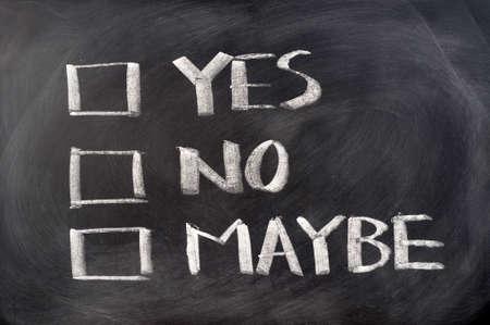 möglicherweise: Ja, nein und vielleicht Kontrollk�stchen auf Tafel geschrieben Lizenzfreie Bilder