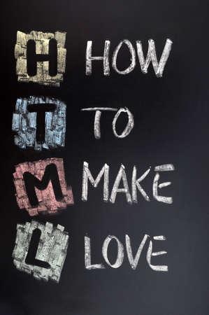 hacer el amor: Siglas en HTML para hacer el amor en la pizarra Foto de archivo