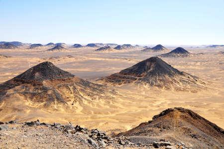 desierto del sahara: Paisaje del desierto negro famoso en Egipto Foto de archivo