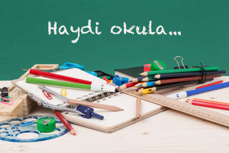 green back: back to school template in Turkish