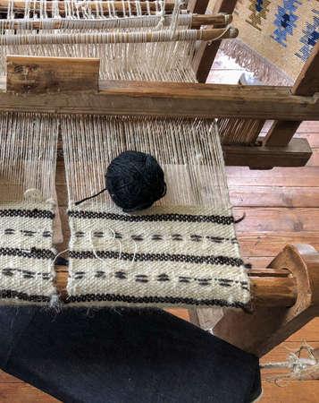 A black skein on a manual carpet loom Standard-Bild - 122222510