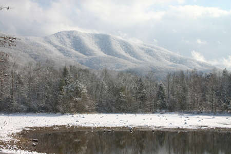 the smokies: Lake and mountians in winter with snow. Tennessee smokies. Indian boundary park Stock Photo