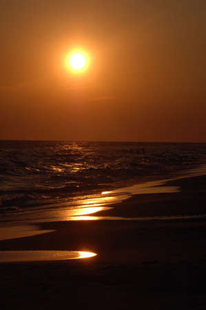 panama city beach: Tramonto sulla spiaggia a Panama City, Florida.