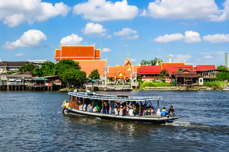 nonthaburi: NONTHABURI THAILAND - JUNE 8 : A scenic boat ride around the Kohkret.  on Jun 08,2014 in Nonthaburi Thailand.