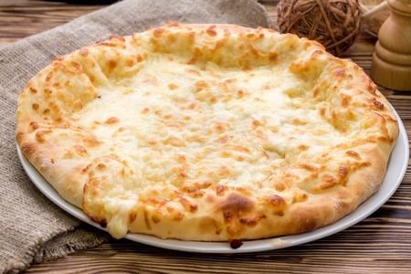 치즈와 함께 Khachapuri 스톡 콘텐츠