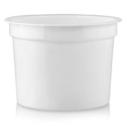 Le conteneur en plastique pour les denrées alimentaires. Isolé sur fond blanc