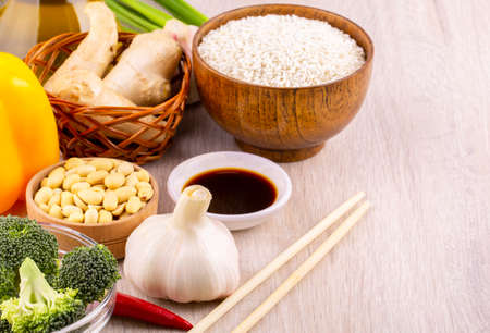 Chinese food raw ingredients, vegetables and nuts. Chinese dishes are most popular around the world. Some sorts of cuisine are Anhui, Cantonese, Fujian, Hunan, Jiangsu, Shandong, Sichuan, and Zhejiang Imagens