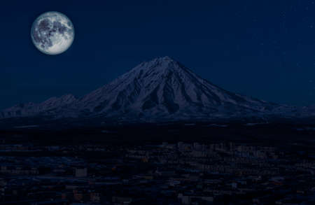 Panoramic view of the city Petropavlovsk-Kamchatsky and volcanoes with the moon and stars at night 版權商用圖片