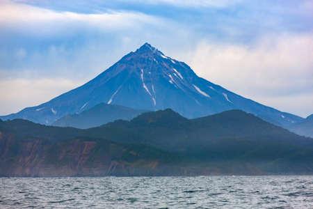 Viluchinsky volcano in the Pacific ocean on the Kamchatka Peninsula Reklamní fotografie