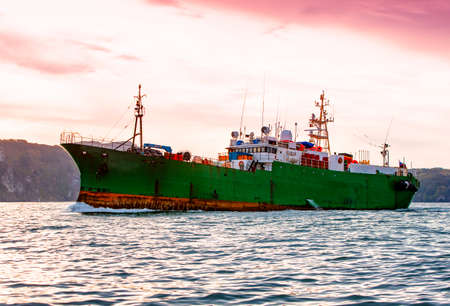 tugboat in the Pacific ocean near the Kamchatka Peninsula 版權商用圖片
