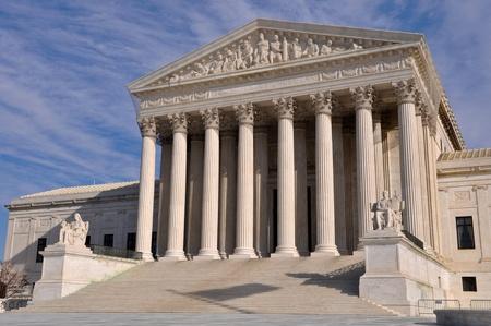 estatua de la justicia: NOSOTROS, edificio de la Corte Suprema en Washington DC Foto de archivo