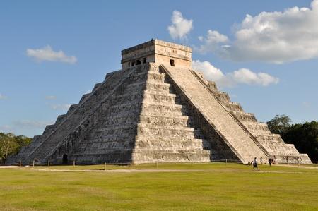 chichen itza: Mayan Temple Chichen Itza in Mexico