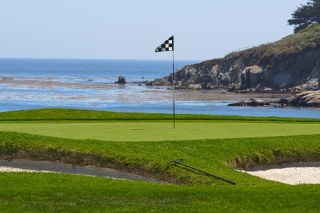 Terrain de golf sur l'océan