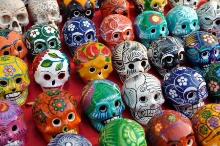 dia de muerto: Cr�neos para la venta en Chich�n Itz�