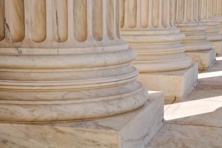Säulen für Recht und Informatik an der United States Supreme Court in Washington DC Lizenzfreie Bilder