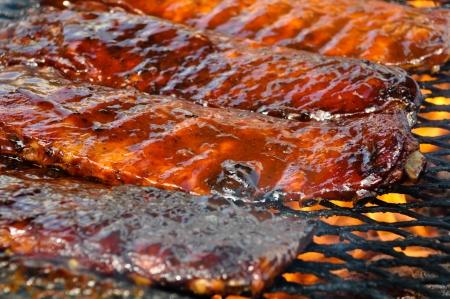 barbecue ribs: Costillas de cerdo en la parrilla