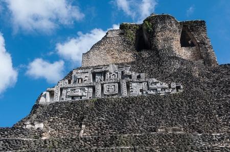 friso: Belice Xunantunich Mayan Temple Cerca de Frieze Foto de archivo