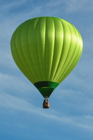 녹색 뜨거운 공기 풍선