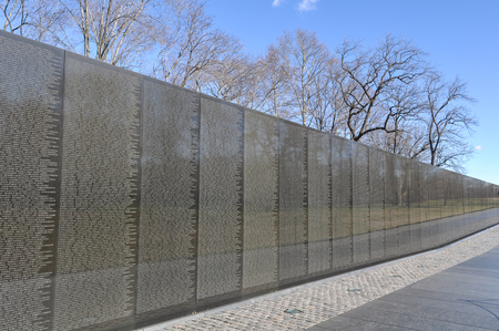 WASHINGTON DC -JANUARY 18: Names on Vietnam War Veterans Memorial on July 18, 2010 in Washington DC, USA. The memorial receives around 3 million visitors each year. 新聞圖片