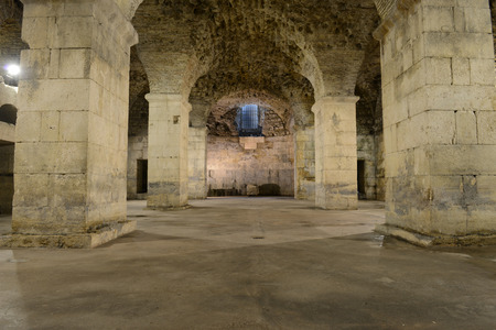 素朴な地下室