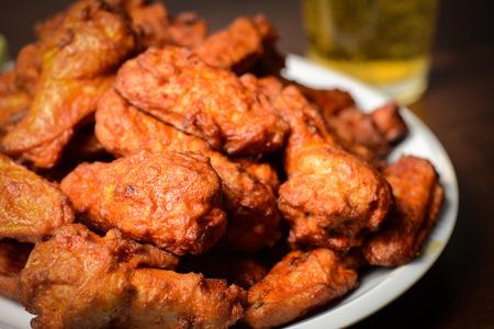 Bier en Buffalo Wings Stockfoto - 26320652