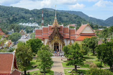 PHUKET, THAILAND - NOVEMBER 18: Wat Chalong is the most important of the 29 buddhist temples of Phuket, November 18, 2013 in Phuket, Thailand. It is dedicated to two highly venerable monks 新聞圖片