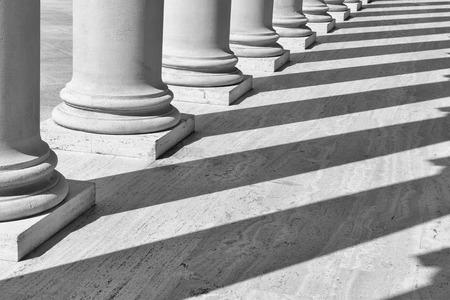 Pijlers op een rij