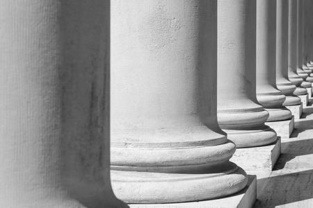 흑백의 기둥