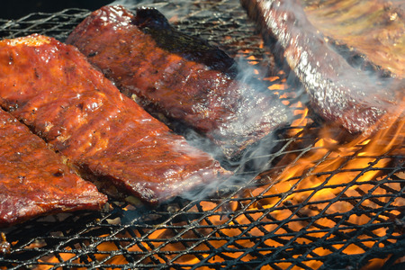 bar b que: BBQ ribs on the Grill