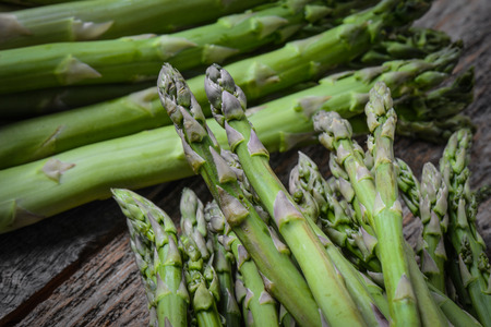 rustic  wood: Fresh Asparagus on Rustic Wood Background