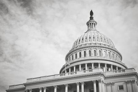 Edificio del Capitolio en Washington DC con el filtro de la vendimia