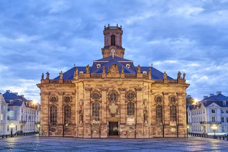 Ludwigskirche - ドイツ、ザールブリュッケン (東ファサード) のバロック様式のプロテスタント教会 写真素材