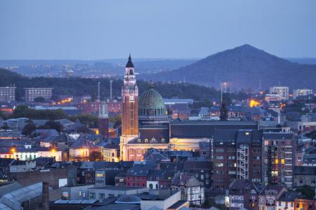 Vue aérienne sur le centre de Charleroi dans la soirée