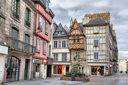 Old traditional houses in the historic part of Quimper, Brittany, France Stockfoto