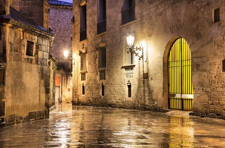 雨天、スペインのバルセロナのゴシック地区