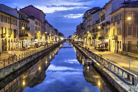 Naviglio Grande csatorna este, Milánó, Olaszország Stock fotó