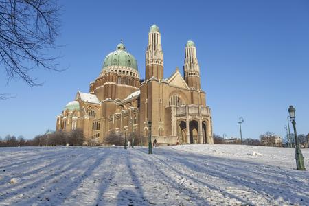 sacre coeur: La basilique du Sacré-C?ur en hiver, Bruxelles, Belgique (Décembre 2014)