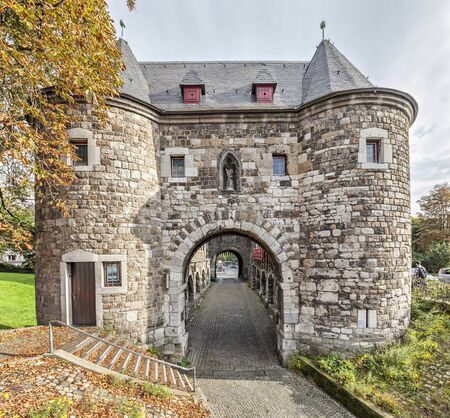 rhine westphalia: Ponttor - medieval city gate in Aachen, Germany